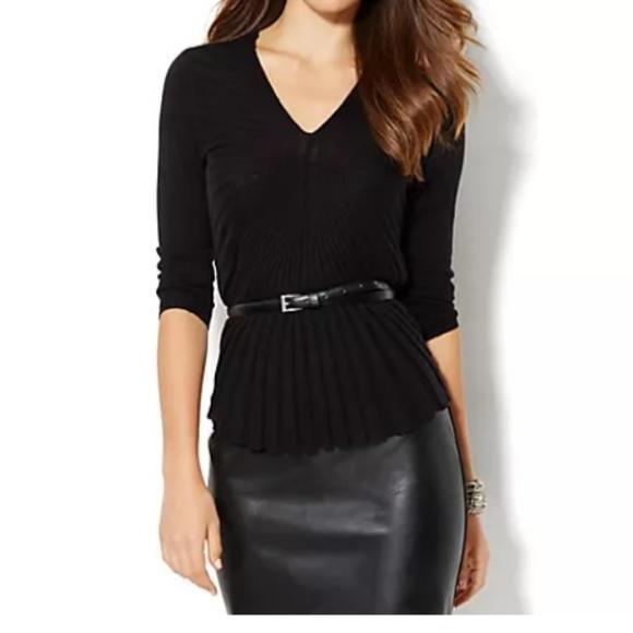 Black sunburst pullover 3/4 sleeve top